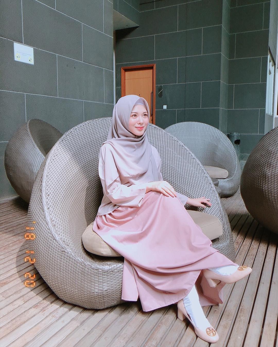Ragam Penampilan Ayana Moon Mualaf Korea Selatan Pengagum Uas Artis Di 2021 Model Pakaian Gadis Berjilbab Model Pakaian Hijab