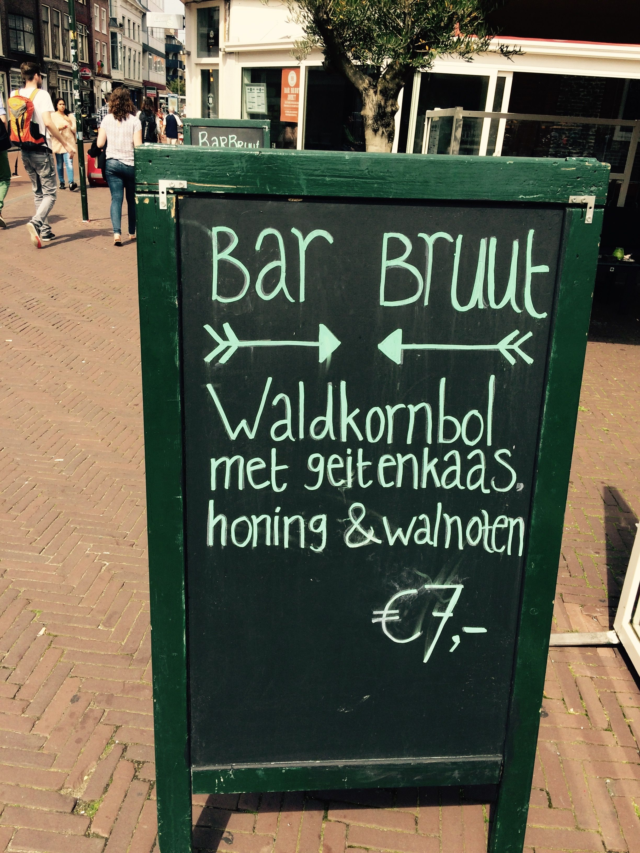 Bar Bruut #Leiden - Horeca Terrasbord Krijtbord Stoepbord Reclame Marketing