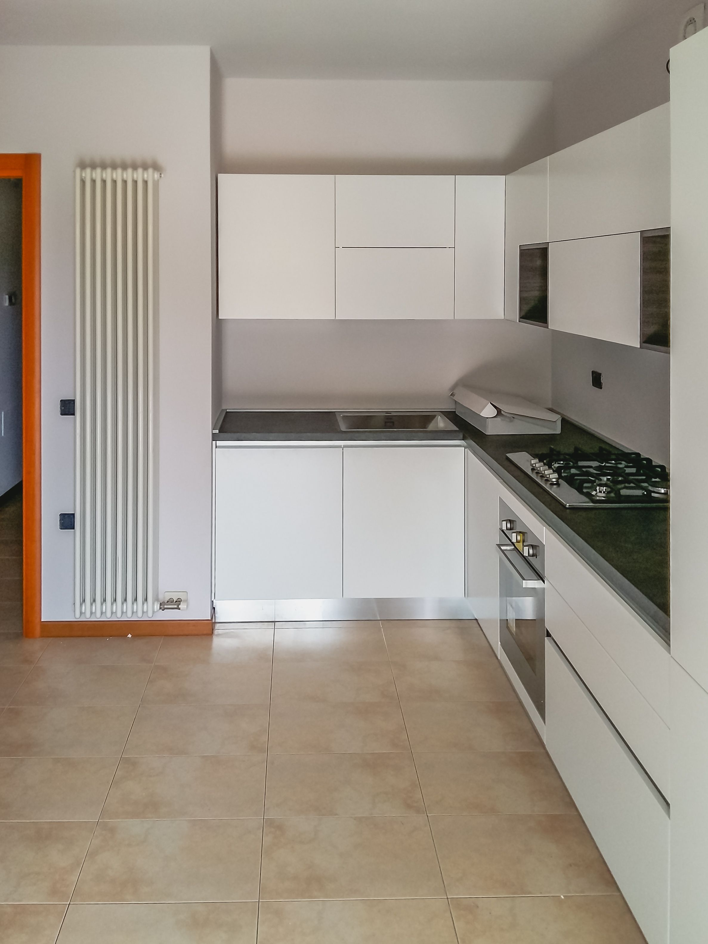 Cucina artec lungomare laccato bianco opaco maniglia gola top laminato tinta cesar - Top cucina stone ...
