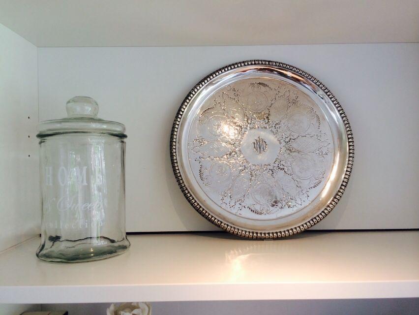 Ikea Billy Boekenkast Zilver.Ouderwetse Snoeppot En Een Mooie Zilveren Schaal Van Mijn