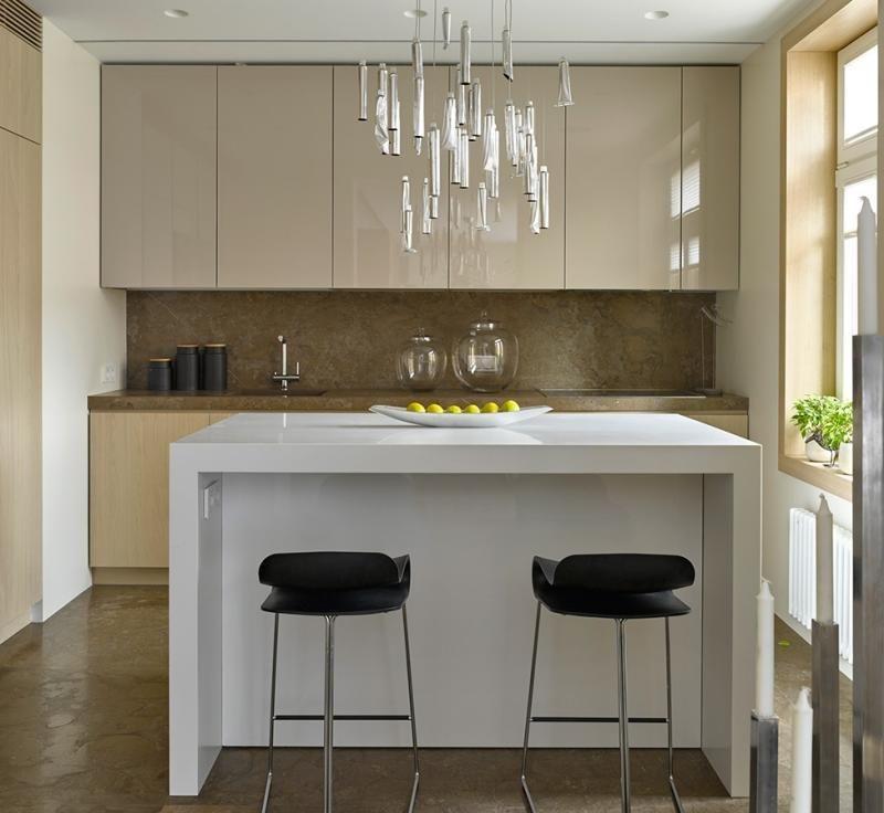 Ideen-kleine-Kueche-Marmor-Wand-Kochinsel-Hochglanz Cuisine - einbauküchen für kleine küchen