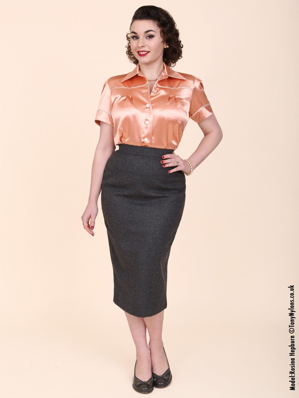 Pencil Skirt Lined Grey Flannel from Vivien of Holloway | Vintage ...