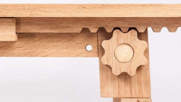 A Modern Table with Wooden Gears Muebles de madera modernos