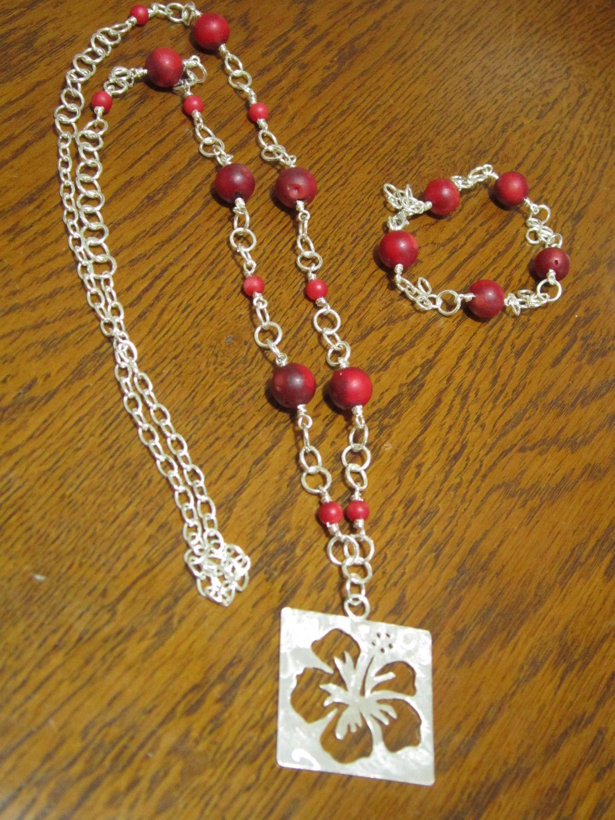 Cayena, collar y pulsera en coral