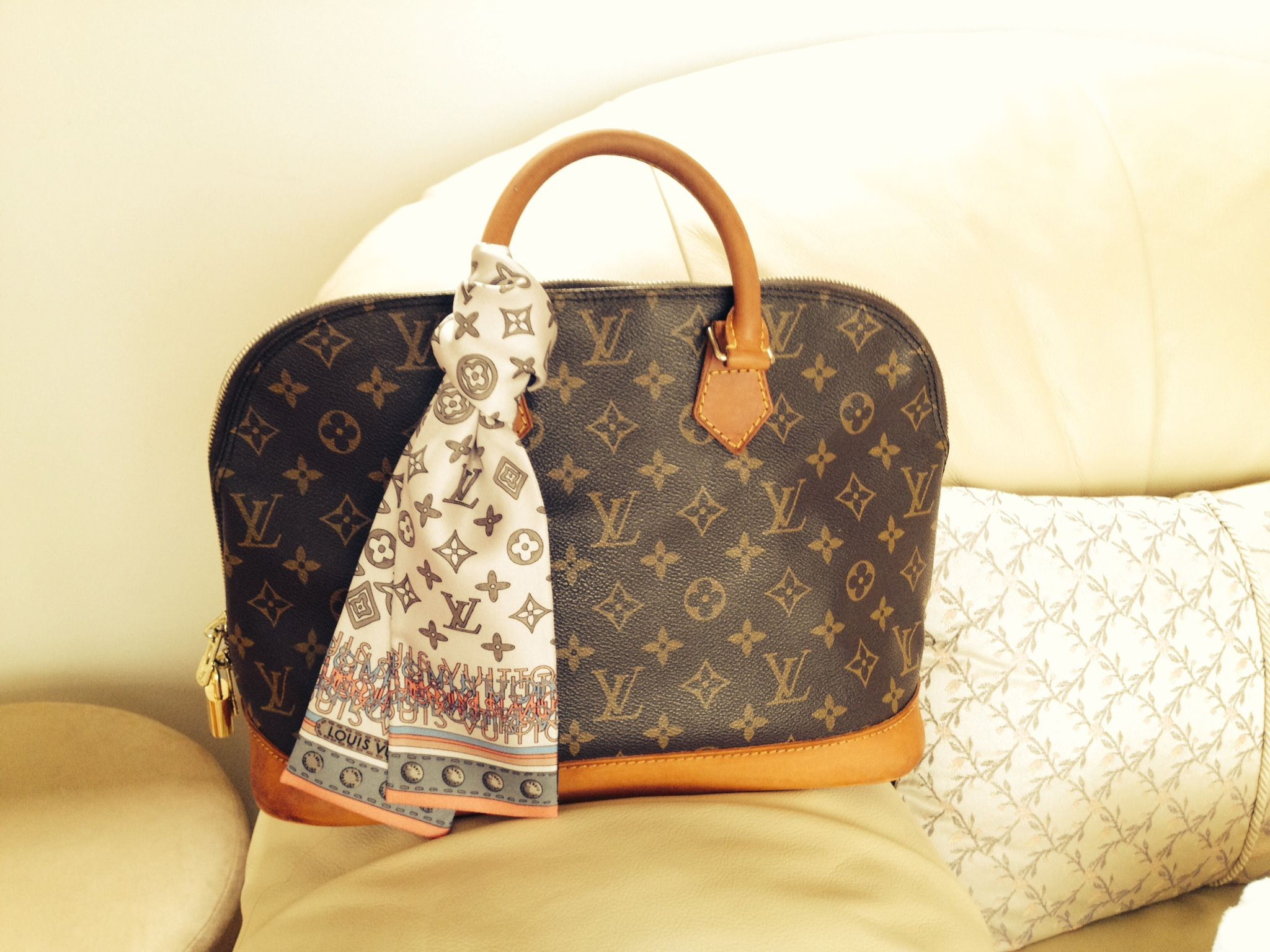 8b032377385 How to Refurbish a Louis Vuitton Bag   Lollipuff    most of my handles are  starting to need it bad.