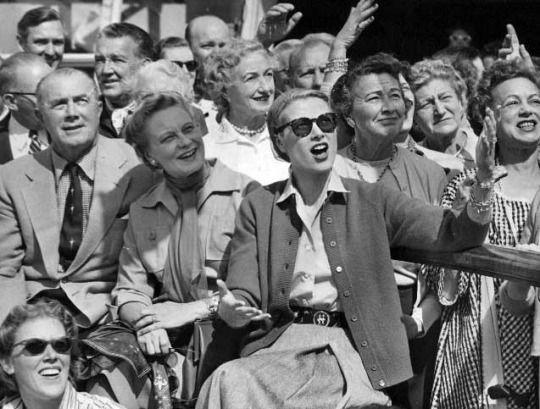 Ihre Kelly und Grace auf der Schifffahrt 1956