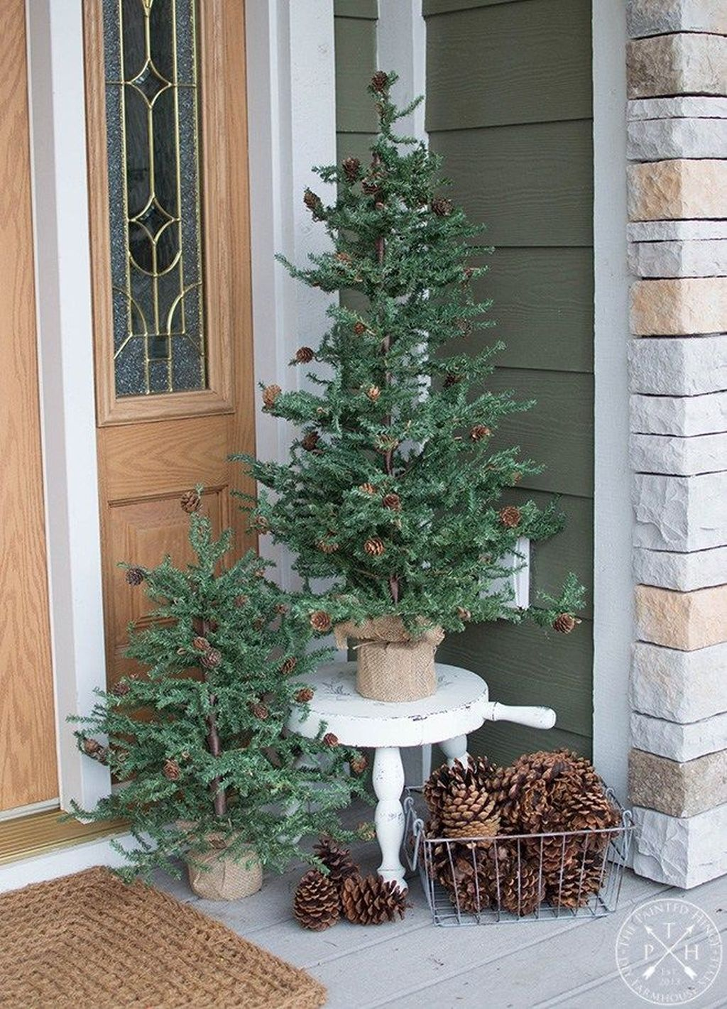 Winter Front Porch Decoration That Will Make Your Porch Looks Beautiful #winterdecor