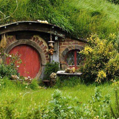 ein Haus im Grünen ;) in 2019 Erdhaus, Hobbithöhle und