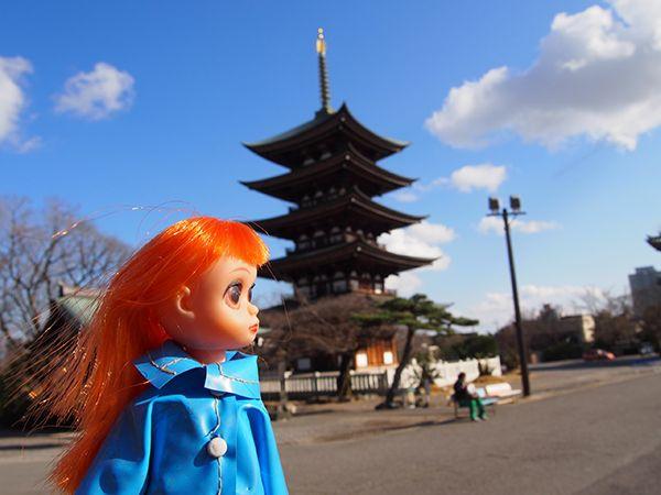 susie sad eyes strolling around Nagoya