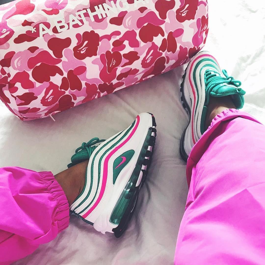 657771fbf4 Nike Air Max 97 South Beach – krasser Colorway des angesagten Nike  Sneakers! Perfekter Schuh für den Sommer, Ladies.