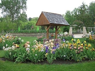 Images Of Wishing Wells And Flowers In Gardens   Wishing Well In The Flower  Garden