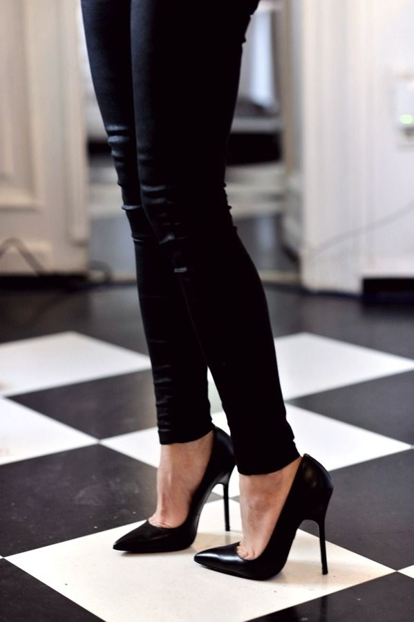 329df4e88 Leggings and pointed ted heels