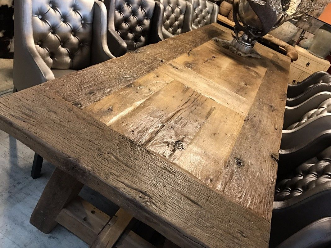 Zeer robuuste tafel gemaakt van 200 jaar oud steeneikenhout. deze