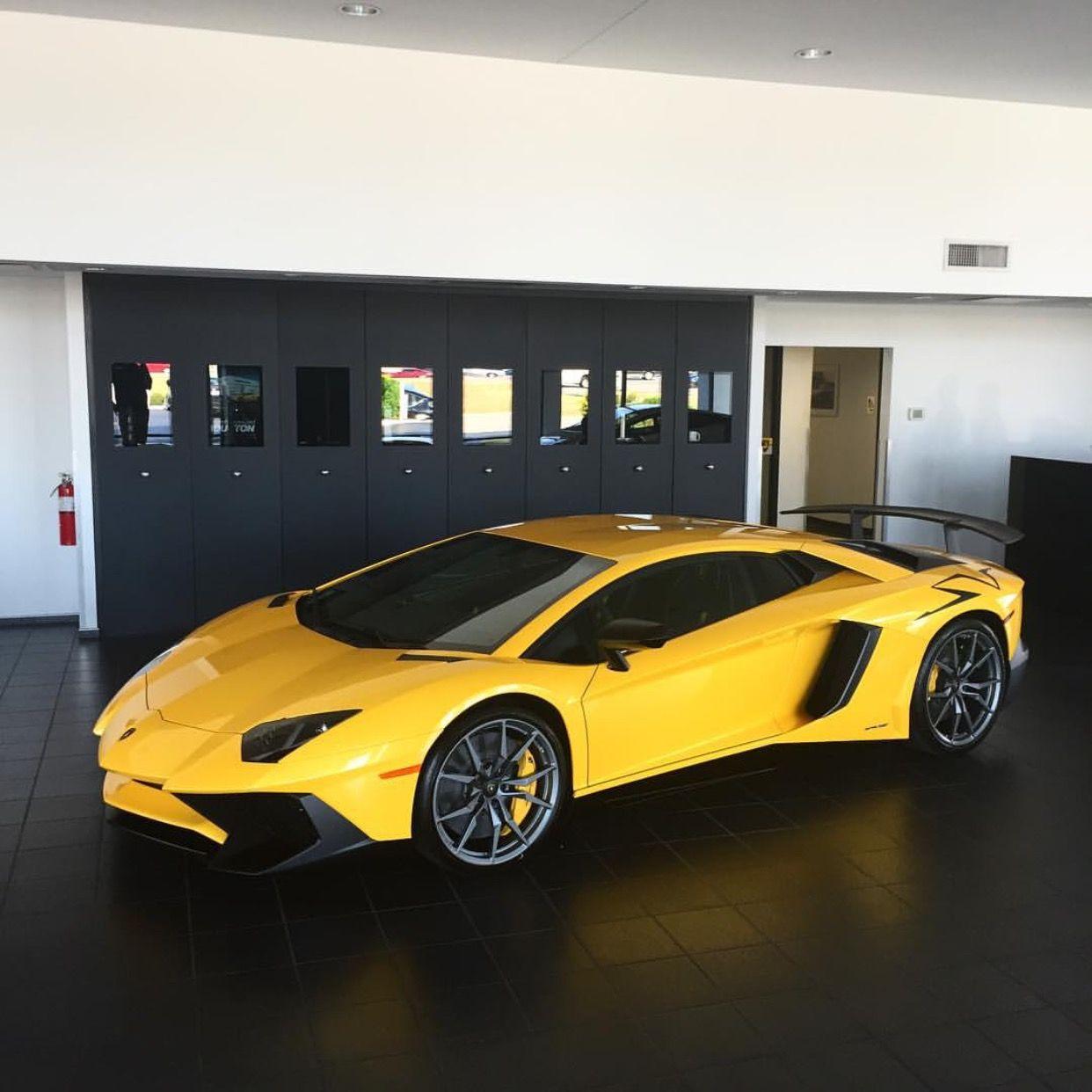 Lamborghini Supercar: Lamborghini Aventador Super Veloce Coupe Painted In Giallo