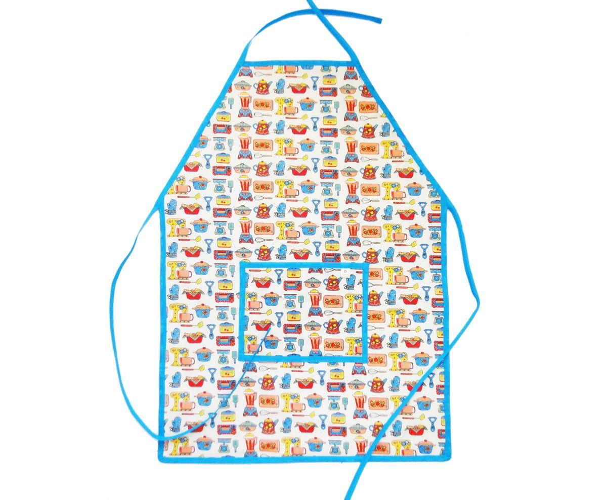 Avental de cozinha com bolso, feito de tecido de algodão na frente e forrado com plástico na parte de trás, para não molhar a roupa. Super prático, tornando o momento de cozinha ainda mais prazeroso!