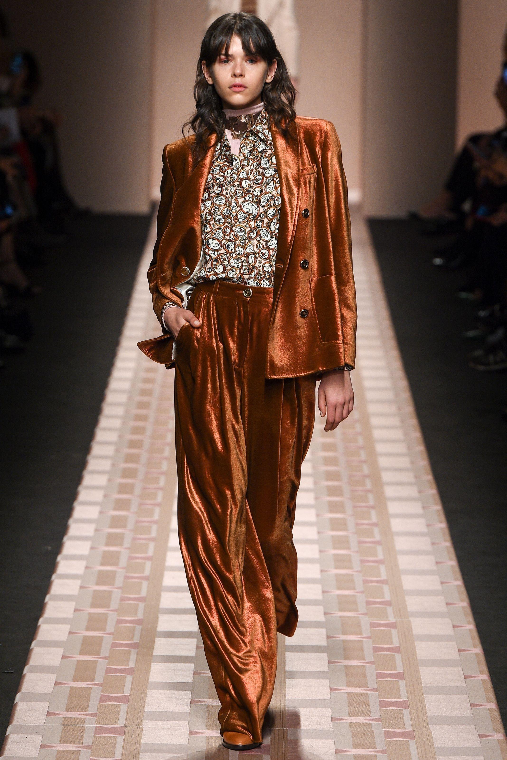 Guarda la sfilata di moda Trussardi a Milano e scopri la