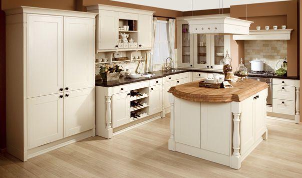 Klassieke keuken met kookeiland de afwerking van deze klassieke keuken met werkeiland is tot in for Keuken landhuis