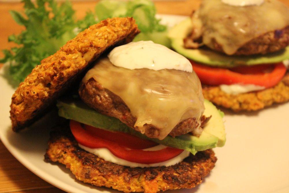 Det er lillelørdag - og hva passer vel bedre da enn en sunn og saftig hamburger? Mange tenker at ...