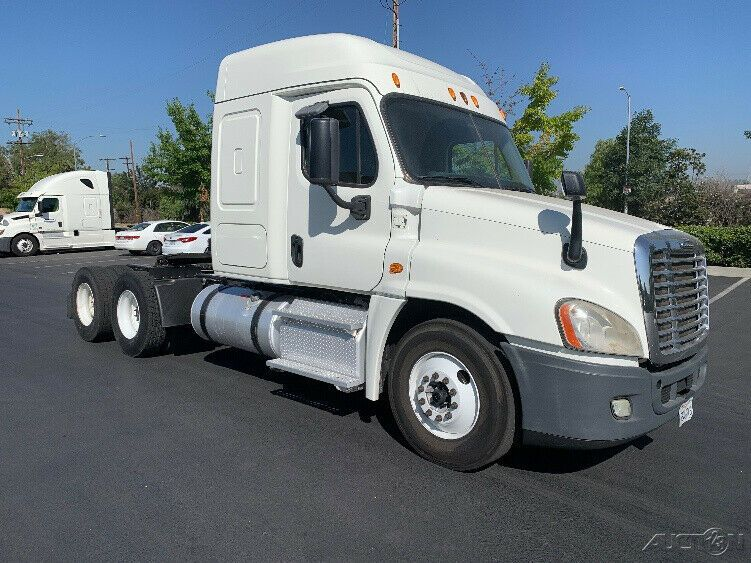 Penske Used Trucks Unit 104229 2015 Freightliner Cascadia 125 Freightliner Cascadia Freightliner Used Trucks