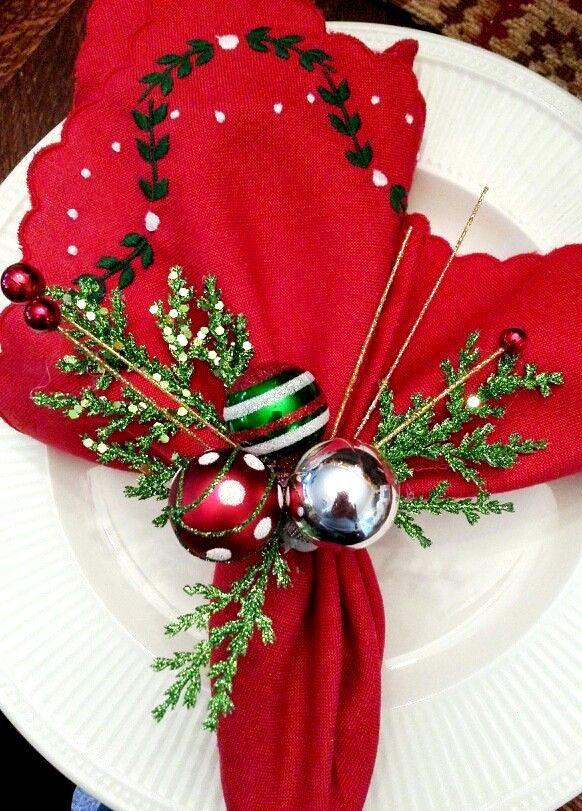 Christmas place settings ToniK Տ℮ʈ ìʈ Up #Christmas table ...