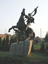 Bulcsú nagyszerű lovasszobra a felvidéki Búcs főterén. A szájhagyomány szerint itt volt Bulcsú vezér szállásterülete, ezért tőle származtatják a település nevét is.