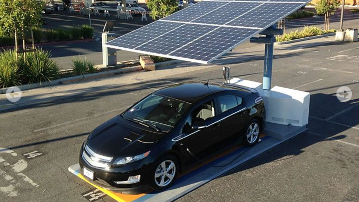 Ev Owners In San Francisco Can Now Recharge Their Cars Off The Grid With Solar Energy Solar Panels Solar Car Electric Vehicle Charging Station