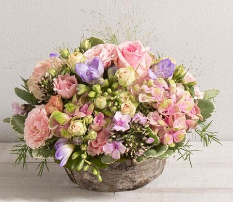 santorin panier champ tre de fleurs vari es roses et parme mariage panier fleurs fleurs et. Black Bedroom Furniture Sets. Home Design Ideas