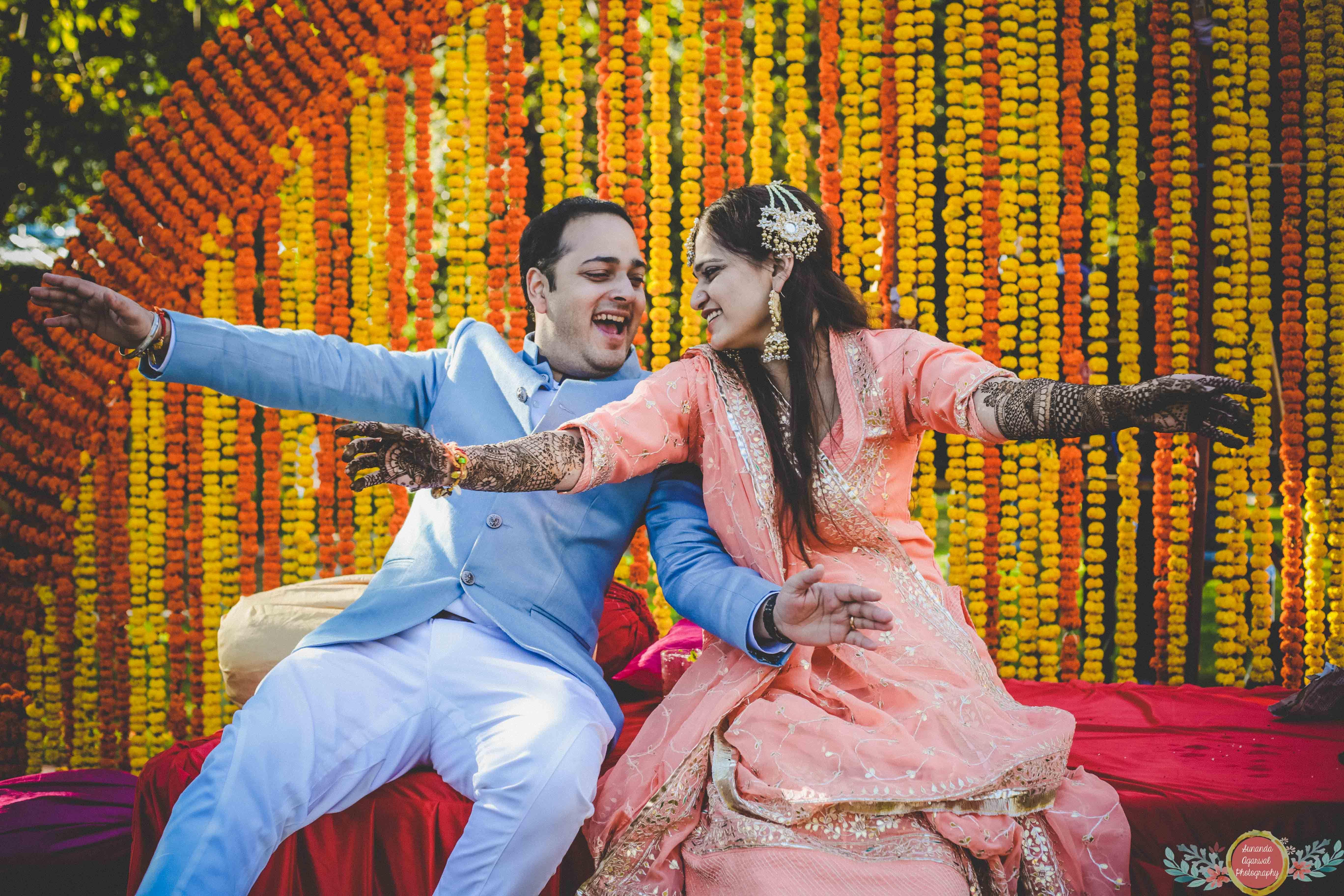 Mehendi Fun Mehendi Captures Bride And Groom Captures Indian Weddings Sunanda Agarwal Photography Functionman Wedding Wedding Trends Mehendi Designs