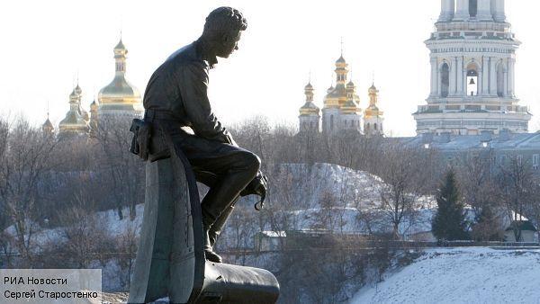 Памятник Быкову в Киеве.