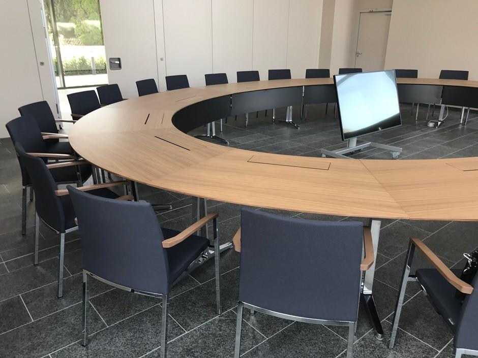 Meeting Room Round Table Hľadat Googlom Meeting Table Home Decor Boardroom