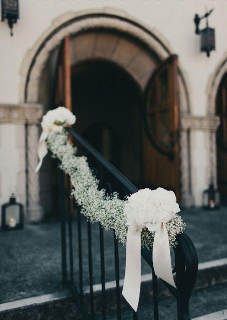 Die Ultimative Traumhochzeit Fleur De Mode Schleierkraut Hochzeit Hochzeit Kirche Blumenschmuck Hochzeit