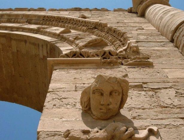 Nesta foto de 2005, detalhe das ruínas de Hatra, 320 km ao norte de Bagdá. Declarada patrimônio da humanidade pela Unesco, a cidade também foi atacada pelos radicais