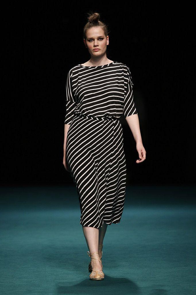 Pasarelas Semanas De La Moda Desfiles Colecciones De Disenadores Vogue Espana Moda Moda Tallas Grandes Ropa De Moda