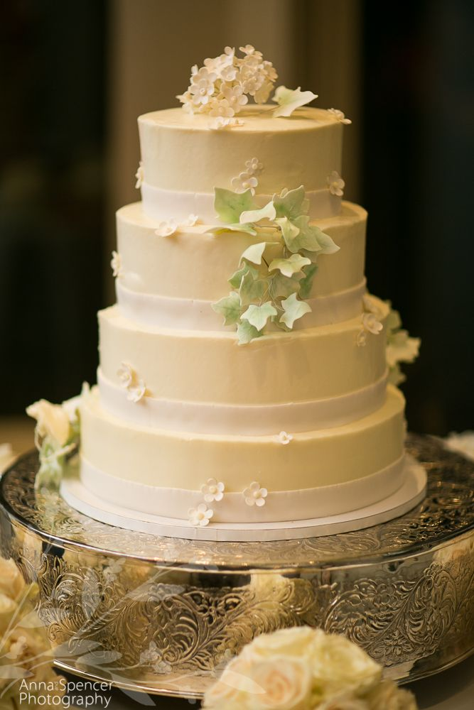 White wedding cake with english ivy decoration. | Wedding Cakes ...