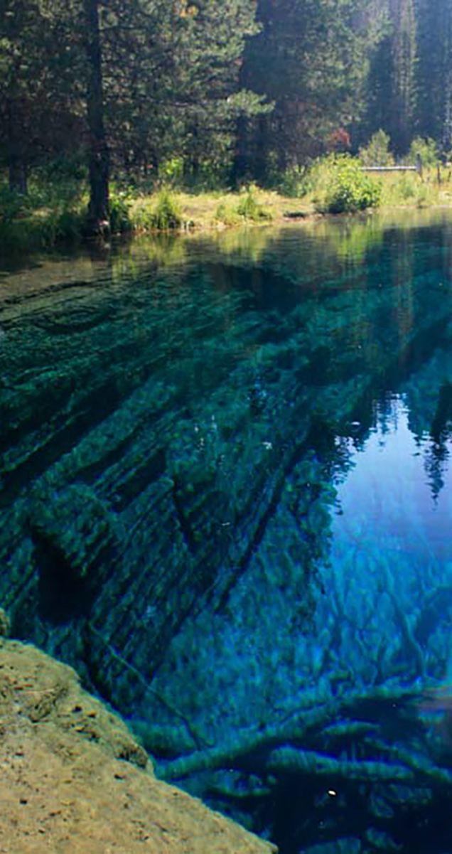 Little Crater Lake is a hidden sapphire gem in Oregonu0027s Mt Hood