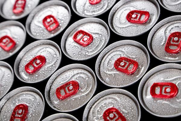 Sú ešte horšie ako si mnohí mysleli: Takto nás energetické drinky zabíjajú zvnútra!
