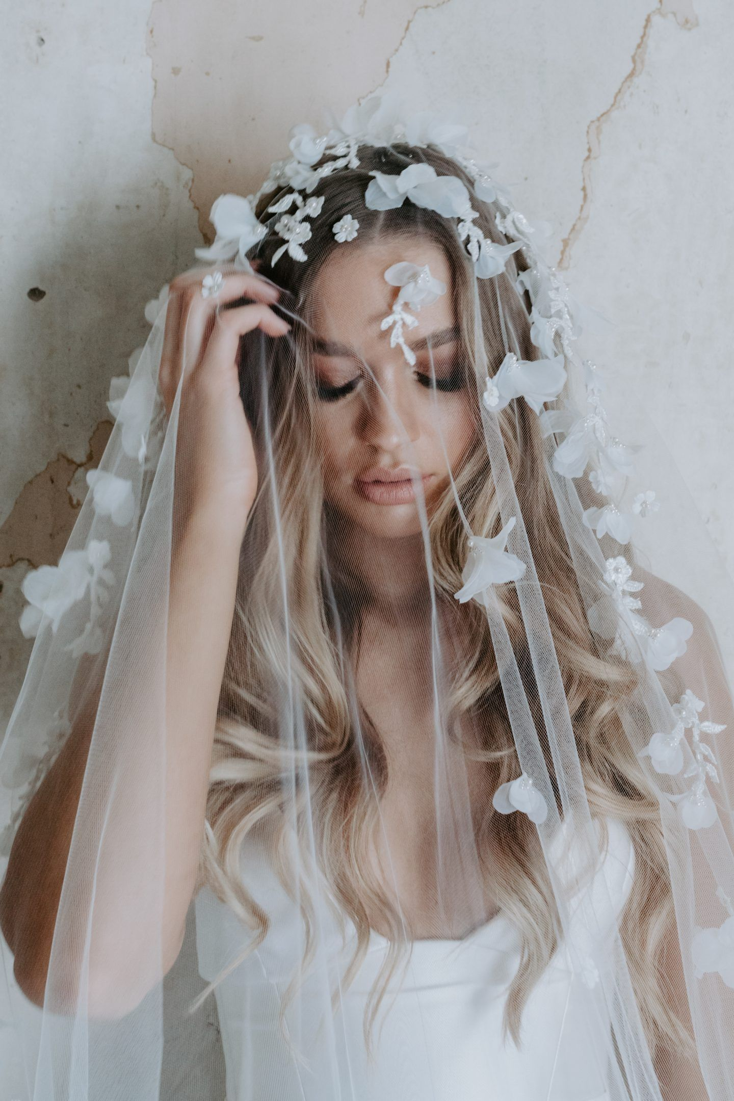 The veil of romance the white files wedding accessories with the