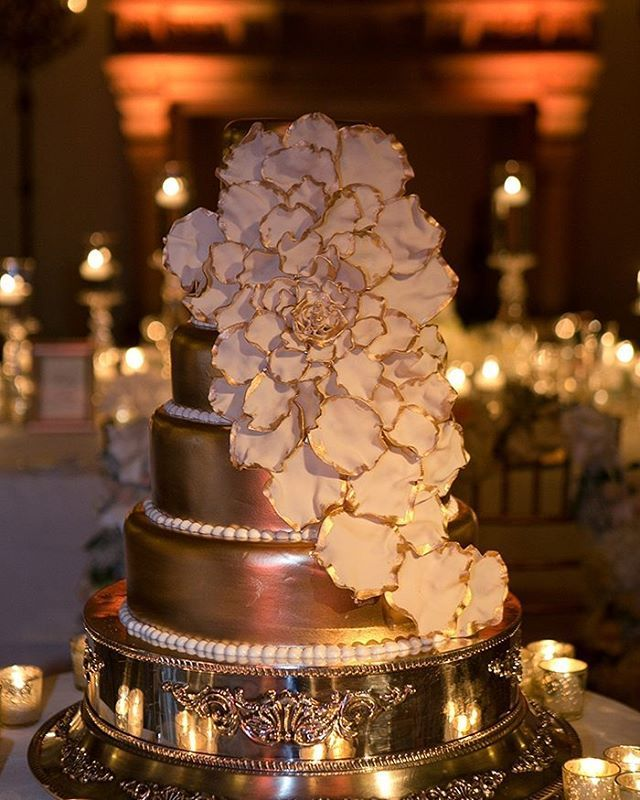 Gorg wedding cake with accent #uplights in the back!📷: #Weddingsbythebreakers #ChrisJoriannFineArtPhotography #evedeso #eventdesignsource - posted by Martin @ Rent My Wedding https://www.instagram.com/martin_rentmywedding. See more Bar-Mitzvah Designs at http://Evedeso.com
