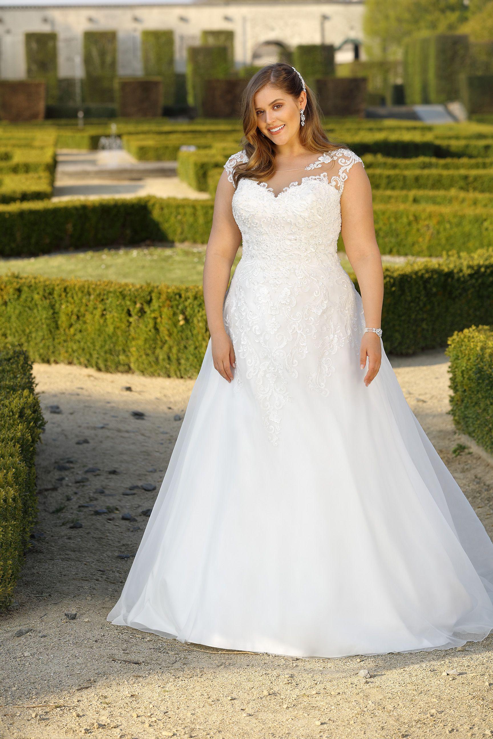 PlusSize Ladybird 18   Wedding dresses, Plus size wedding gowns ...