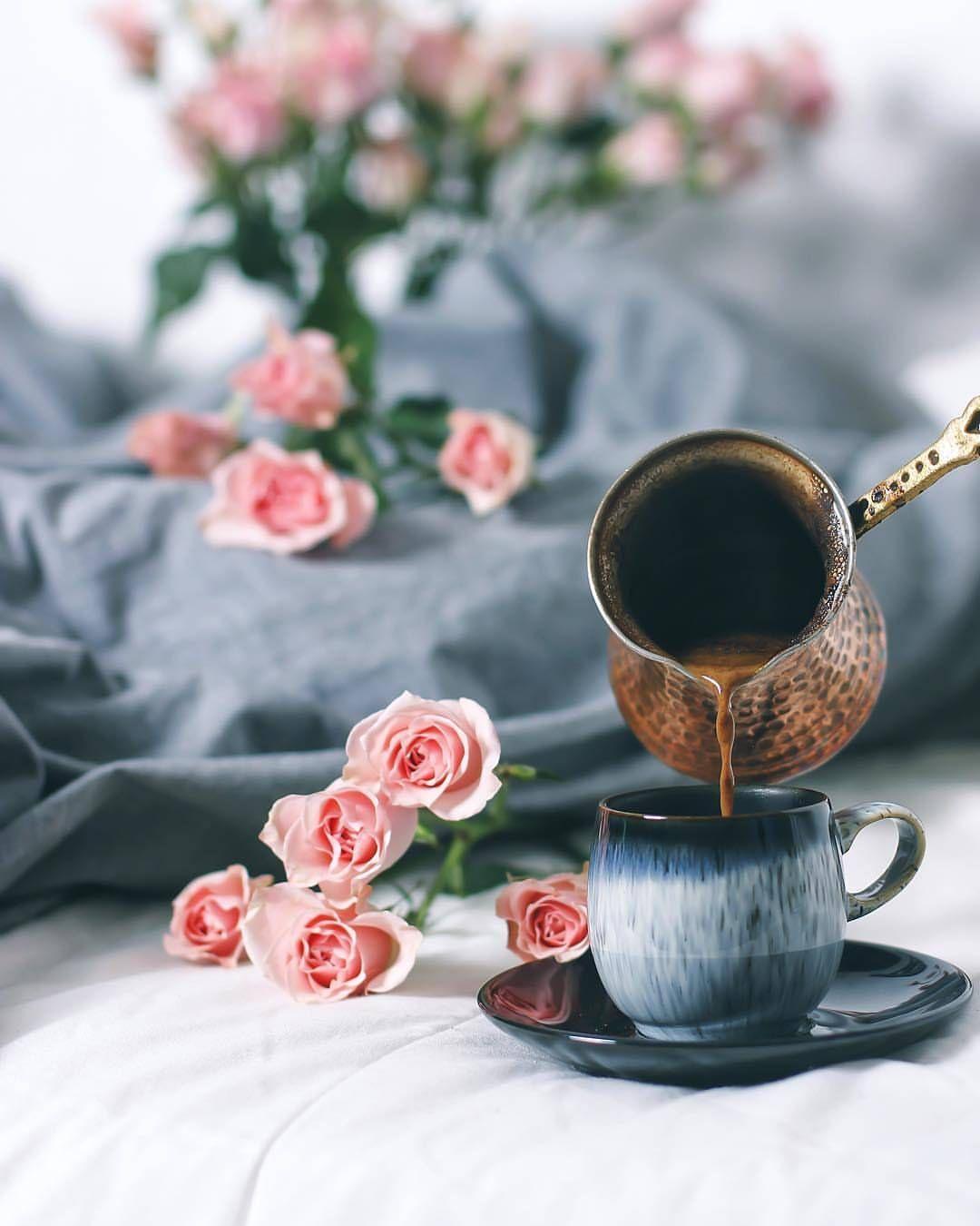 ㅤ بالقرب من الورد وسط كوب قهوه ㅤ By Amo0ula ㅤ ㅤ 1 لترشيحها كصورة الاسبوع بتعليق منفصل 10 2 التقييم Coffee Love Coffee Photography Coffee Pictures