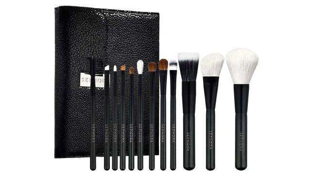 The key to flawless makeup application is a good set of tools. Check out these amazing makeup brushes!