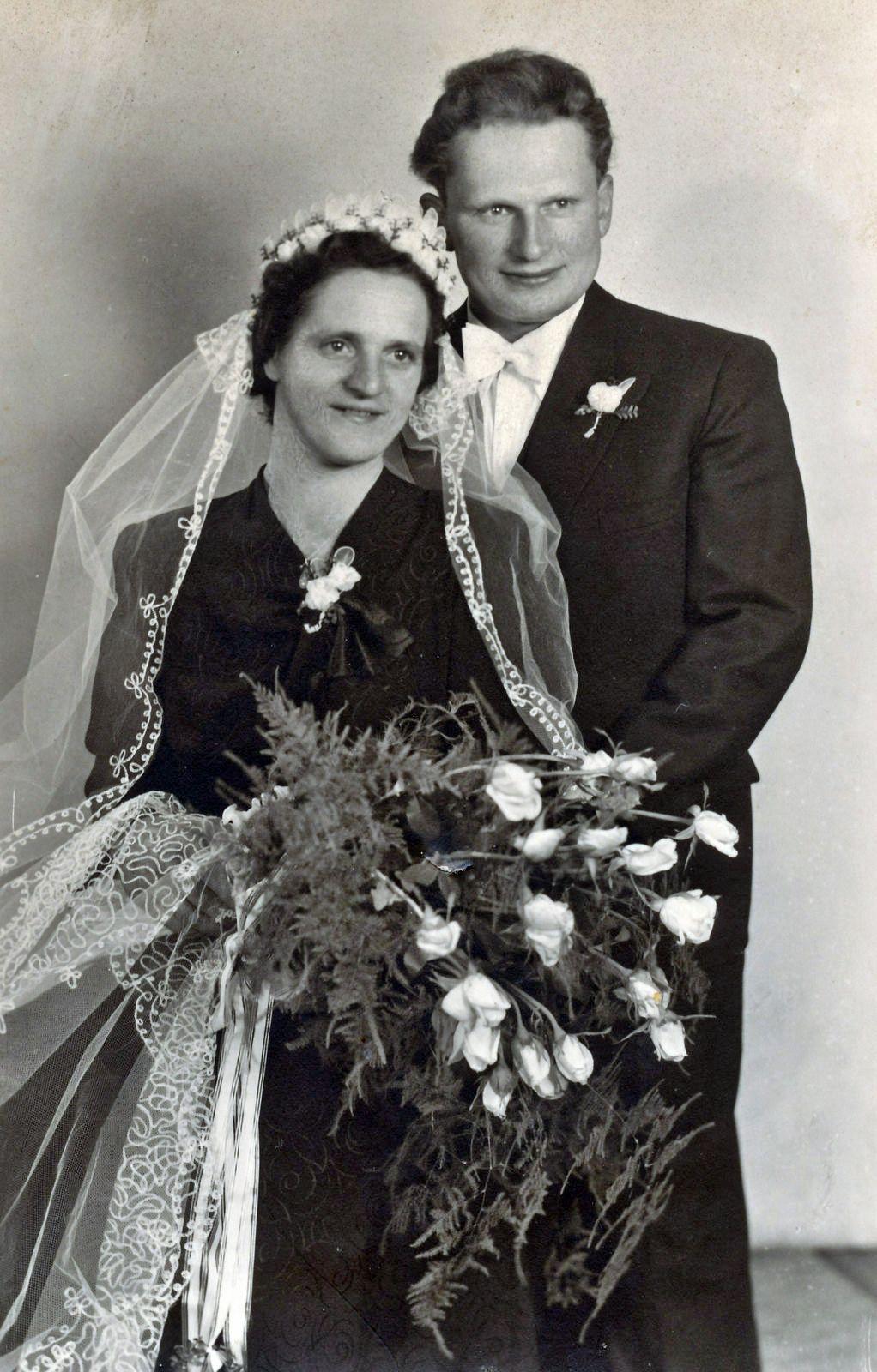 4 Hochzeiten Und Kein Todesfall Black Bride Bride Victorian Dress
