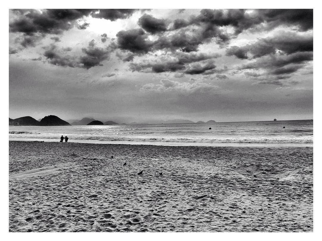 Praia de Copacabana em preto-e-branco #bnw #bw #riodejaneiro #copacabana