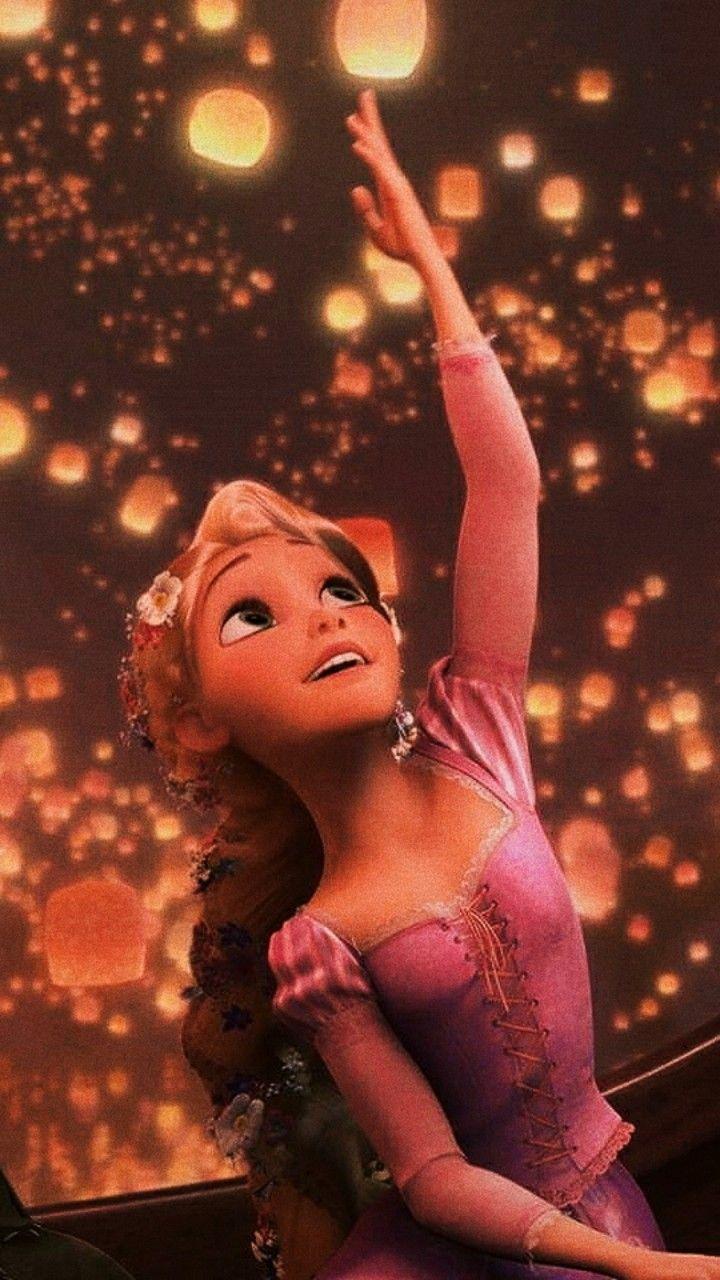 Rapunzel con farolillos  #enredados #rapunzel #tangled #pascal #farolillos #gondola #flores #amor #enchufe #morado #arendelle #camaleon #elpato #sarten #pelomagico #brilla #loqueyafue #brillibrilli