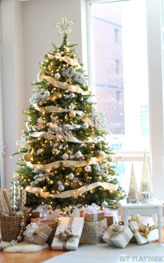 A Gorgeous Gold Silver Glamorous Christmas Tree Elegant Christmas Trees Glamorous Christmas Tree Silver Christmas Decorations