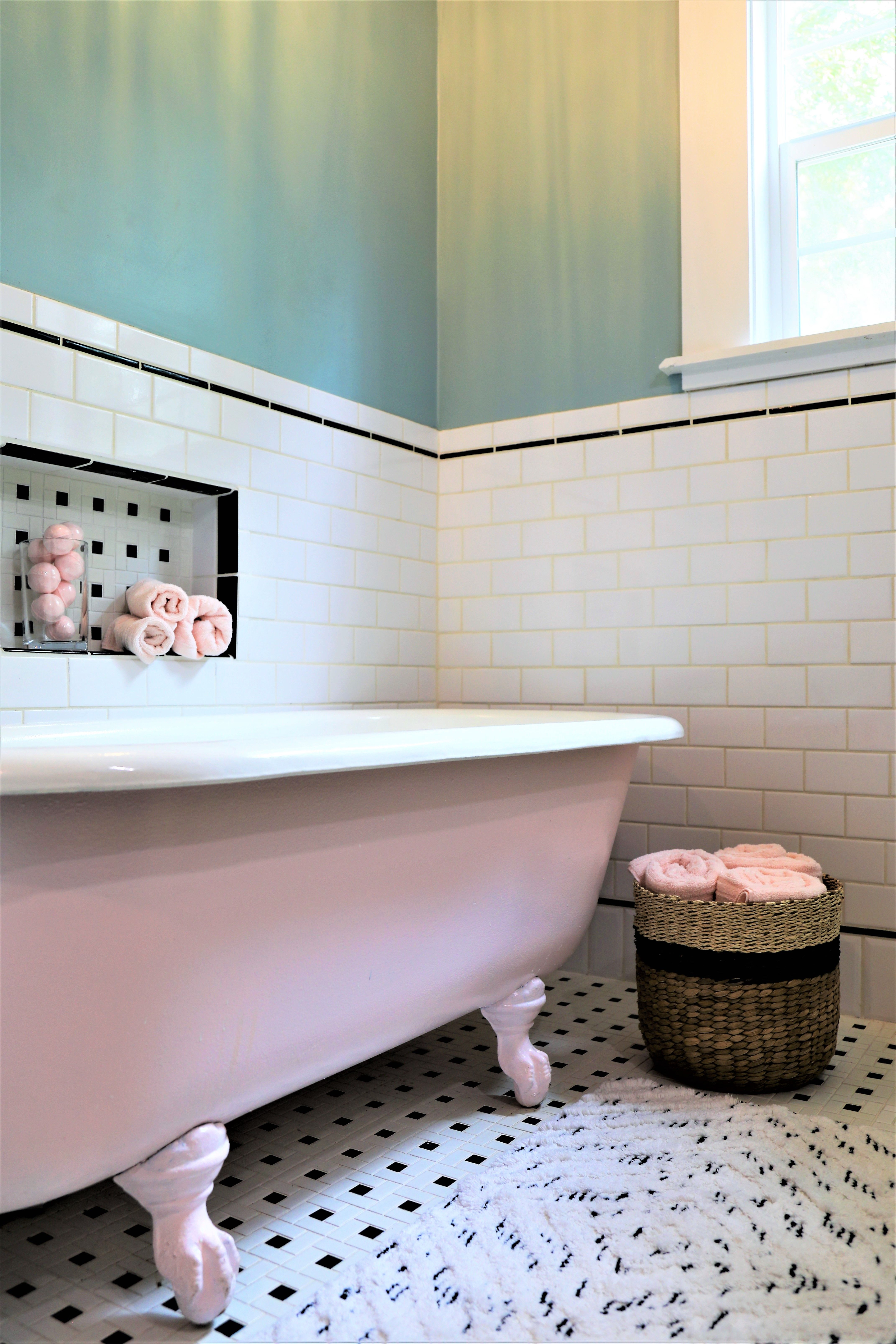 Before After A 100 Year Old House Gets A New Life Old Home Remodel House Bathroom Bathrooms Remodel