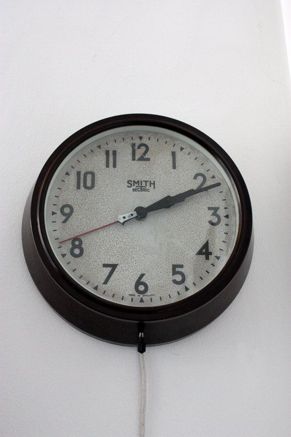Vintage 1930s Smith Sectric Bakelite Wall Clock Etsy Clock Bakelite Vintage 1930s
