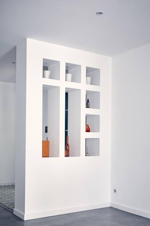 Modernes Einfamilienhaus mit warmer Fassade und minimalistischem