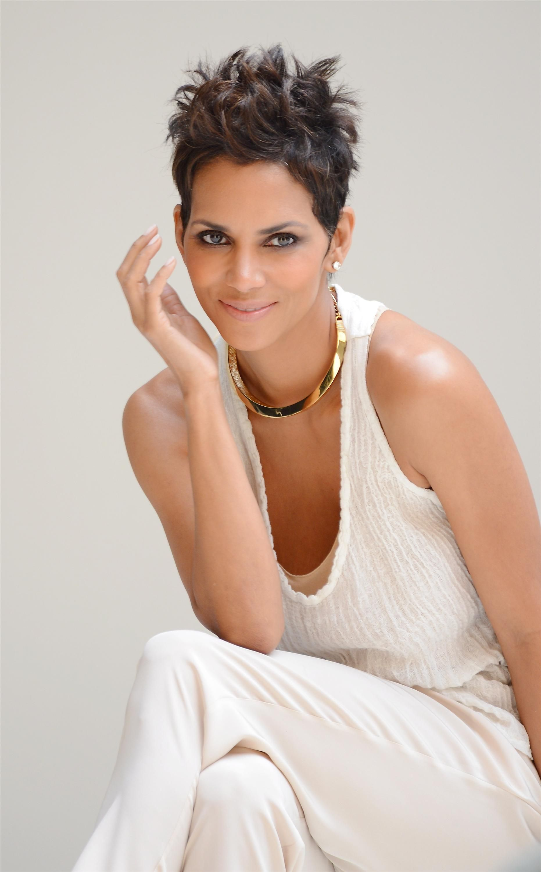 Halle berryyes the queen of short hairyou know she is hair