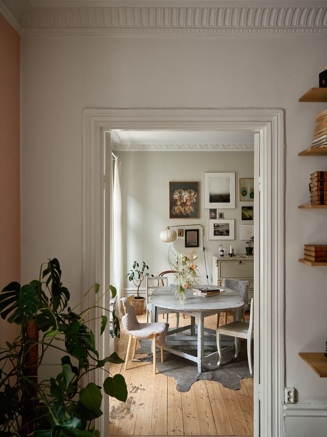 A Lovely Vintage Apartment In Stockholm The Nordroom Vintage Apartment London Apartment Interior Victorian Apartment Decor